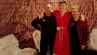 Son Surprises Parents By Wrapping House in Christmas Paper - Video