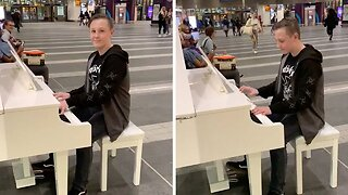 WATCH THE AMAZING MOMENT AUTISTIC KID PLAYS 'BOHEMIAN RHAPSODY' ON PIANO