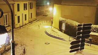 Timelapse Shows Heavy Snowfall South of Paris - Video