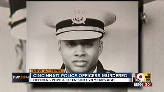 Cincinnati police honor murdered officers - Video