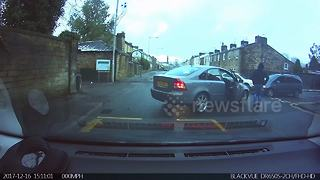 Driving instructor averts collision on lesson with pregnant learner - Video