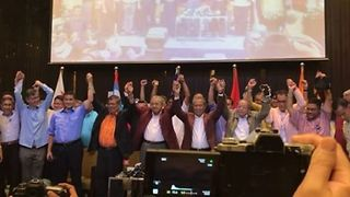 Supporters Applaud New Malaysia Prime Minister Mahathir - Video
