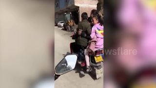 Chinese man caught carrying 6 children on motorbike - Video