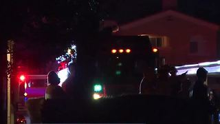 Smoke alarms help family of 8 escape apartment fire - Video