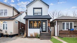 This Tiny Toronto Home For Sale Is Under $900K & Is More Spacious Than It Looks (PHOTOS)