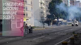 Police helicopter attacks Supreme Court in Caracas - Video