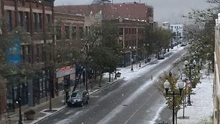 Chicago Experiences Fall Snowstorm - Video