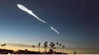 Timelapse Captures Dramatic SpaceX Rocket Launch - Video
