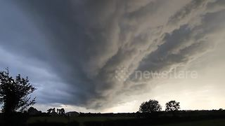 Incredible storm clouds over Northern Ireland - Video