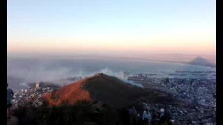 WATCH: Firefighters battle Signal Hill fire (Gyz)