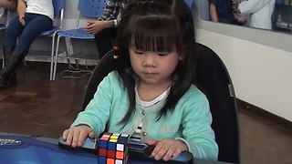 3-Year-Old Girl Solves Rubik's Cube in 47 Seconds - Video