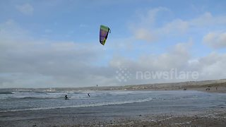 Kite surfers in Cornwall make the most of Storm Dylan - Video