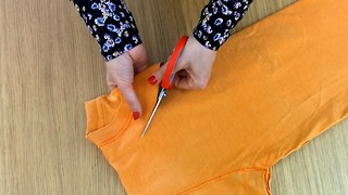 DIY Transform a t-shirt into a bag in minutes - Video