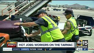 Workers on the tarmac trying to keep cool during extreme heat - Video