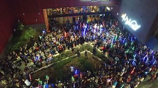 Fans Raise Lightsabers During Texas Vigil for Carrie Fisher - Video