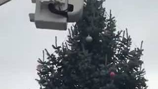 Cross being removed from Knightstown Christmas tree