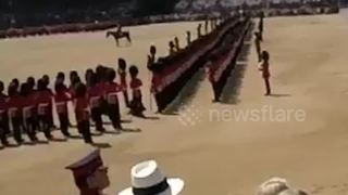 Soldier collapses during Trooping the Colour - Video