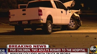 Five kids, 2 adults hurt in Peoria car crash - Video