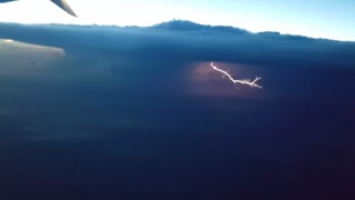 Plane Passenger Videos Spectacular Lightning Storm Over US Midwest - Video