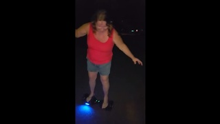 Woman attempts to ride hoverboard, wipes out immediately - Video