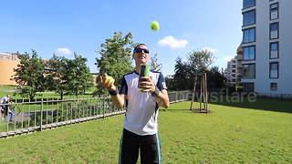 Man shows off impressive juggling skills with tennis balls and can - Video