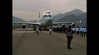 Hong Kong Residents Pull 4 Planes - Video