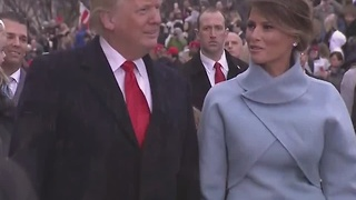 President Trump gets out of limousine to walk in Inaugural Parade - Video