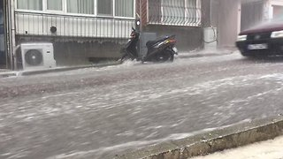 Torrential Rains Pound Istanbul - Video