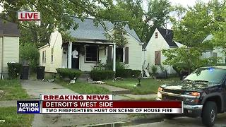2 Detroit firefighters hurt - Video