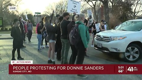 People protesting for Donnie Sanders