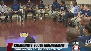Fort Myers police department builds community relationships - Video