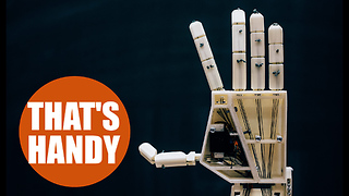 Scientists create robotic arm which translates words into sing language - Video