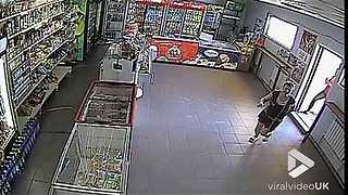 Thief steals money from cash register - Video