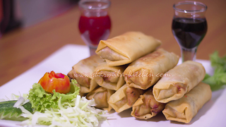How to make chicken spring rolls - Video