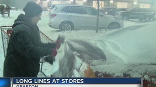 Thousands brave the elements to shop - Video