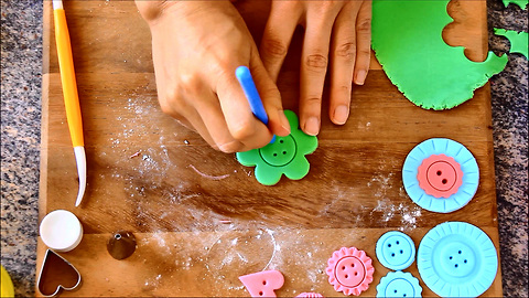 How to make Fondant Buttons - Cake Decorating Tutorial