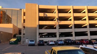 Adrenaline Junkie Shows Off His Parkour Skills At A Car Park