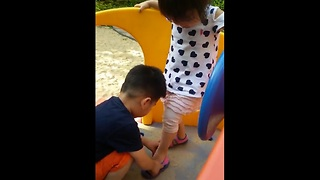 Toddler proves chivalry isn't dead - Video