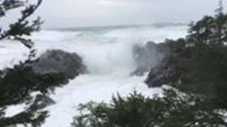 Huge Waves Pound British Columbia's Coastline - Video