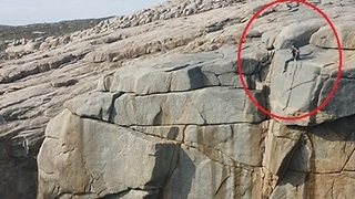 'Idiot' Tourist Spotted Sitting on Steep Cliff Ledge - Video