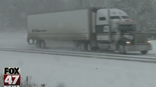 Snow impacts mid-Michigan roads - Video