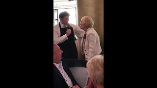 Singing waiter leaves guest in tears, gets standing ovation - Video