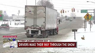 Drivers make their way through the snow - Video