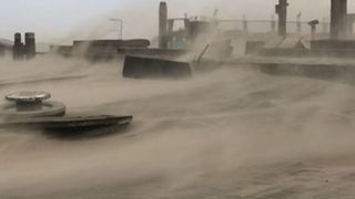 High Winds Create Dust Storm on Dutch Beach - Video
