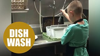 Autistic boy's dream fulfilled by washing dishes - Video