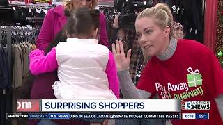 Reality star gives back to Las Vegas locals - Video