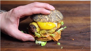 Juicy Japanese egg burger recipe - Video