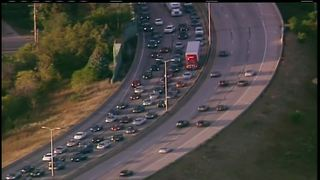Sheriff's Office: I-43 SB closed at Capitol Dr. due to possible shooting - Video