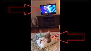Twin Toddlers Reenact Favorite Scene From 'Frozen' - Video