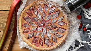 Delicious strawberry rhubarb tart recipe - Video